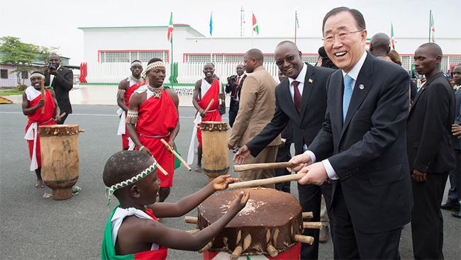Ban Ki-moon de visita a Bujumbura, Burundi  © ONU/Eskinder Debebe