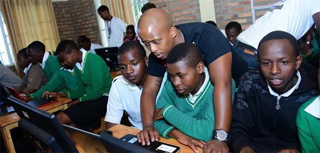 Arranque da 2ª edição da Africa Code Week, em Kigali, Ruanda, em Maio de 2016 - © Africa Code Week